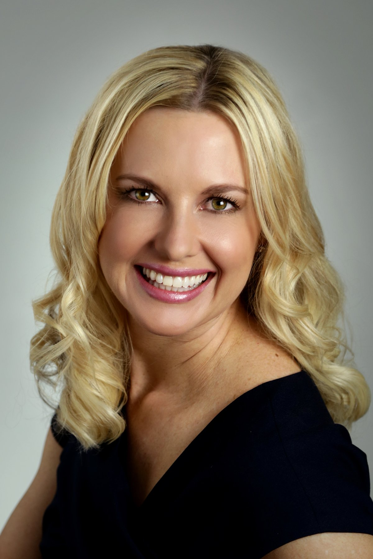Best Female Plastic Surgeon Dr. Roxanne Grawe